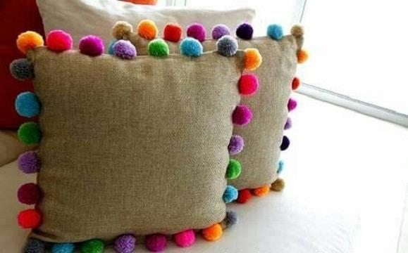 cosas hechas con pompones de lana cojines