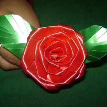 como hacer flores de cinta de agua