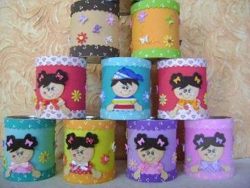 como hacer latas decoradas con foami