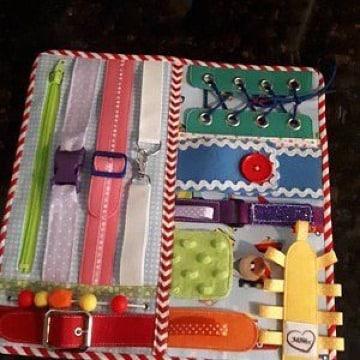 imagenes de manualidades con botones y cintas