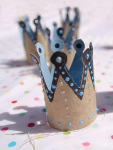 corona con tubos de papel higienico para niñas
