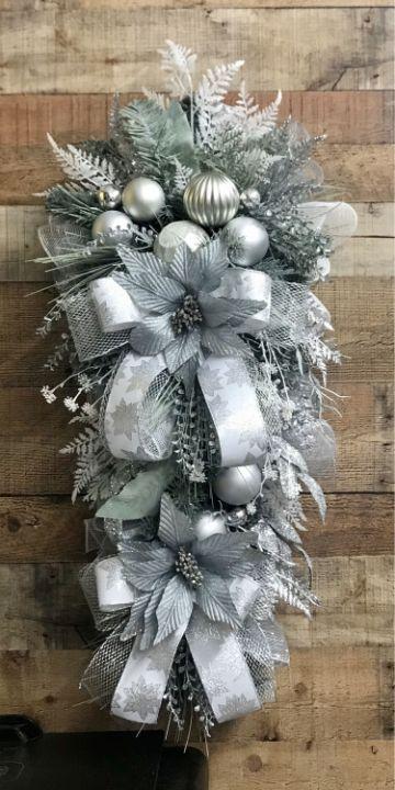adornos navideños para puertas con lazos