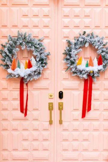 adornos navideños para puertas con nieve