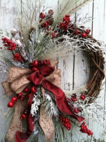 adornos navideños para puertas con rojo