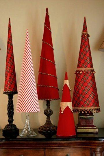 arboles navideños de carton rojos
