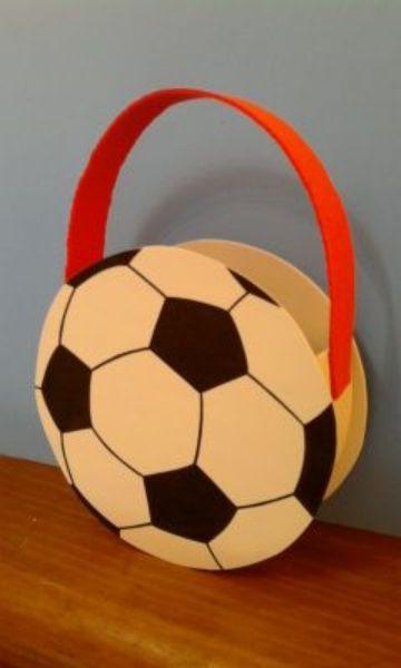 cotillon de futbol para niño pequeño