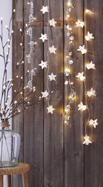 estrellas navideñas con luces colgantes