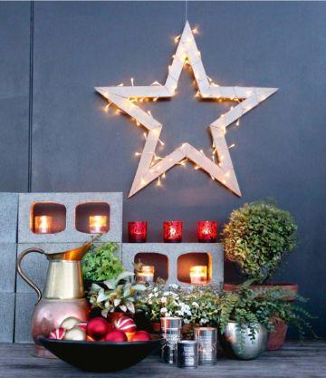 estrellas navideñas con luces y velas