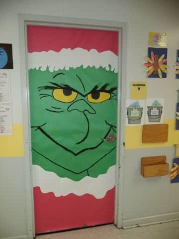 puertas decoradas de grinch en la oficina