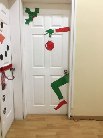 puertas decoradas de grinch para cuartos