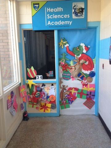puertas decoradas de grinch para escuelas