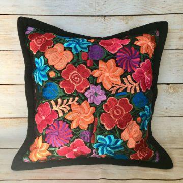 cojines con bordados mexicanos de flores