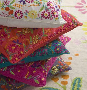 cojines con bordados mexicanos florales