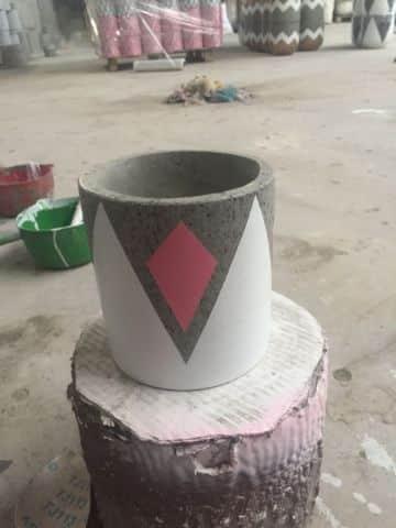 macetas de cemento pintadas paso a paso