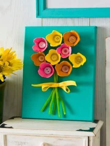 como hacer flores de carton de huevo reciclado