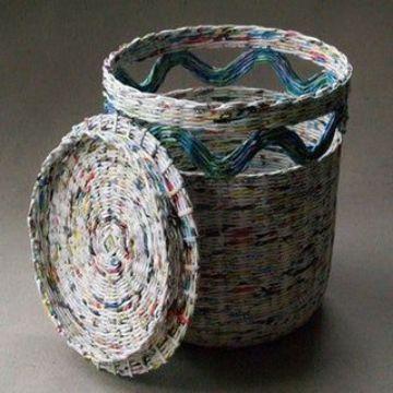 cestas hechas con manualidades con papel de diario