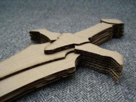 espadas hechas de carton paso a paso