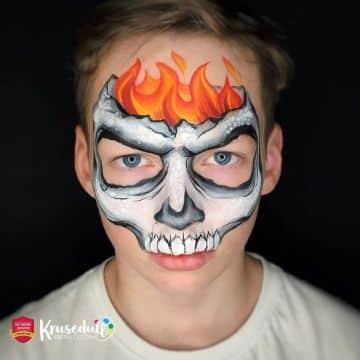 caras pintadas de calaveras para niños diferente