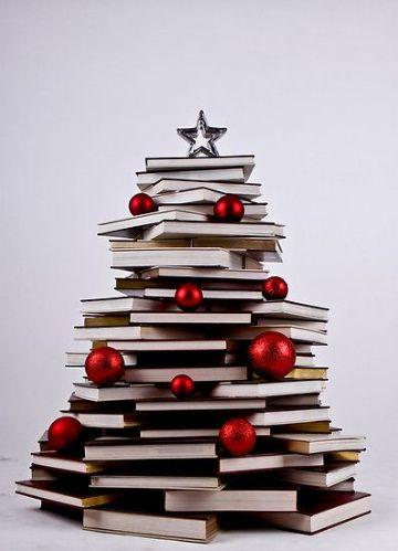 arbol de navidad con libros pequeños