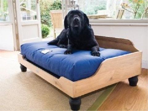 camita de madera para perros sencilla