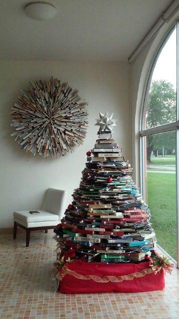 como hacer un arbol de navidad con libros