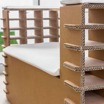 repisas con cajas de carton para la habitacion