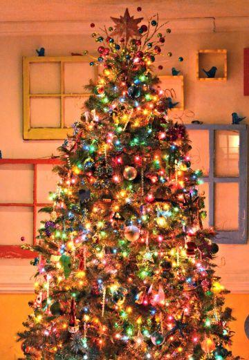 4 estilos de arbol de navidad de colores