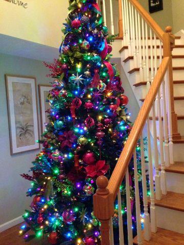 4 estilos decorativos de arbol de navidad de colores
