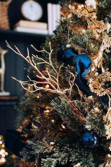 arbol de navidad azul y dorado simple