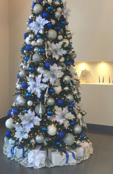 arbol de navidad azul y plata medianos