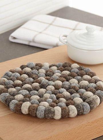 decoracion con pompones de lana para la cocina