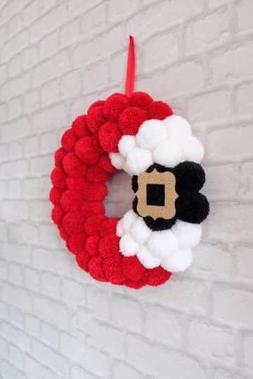 decoracion con pompones de lana para navidad