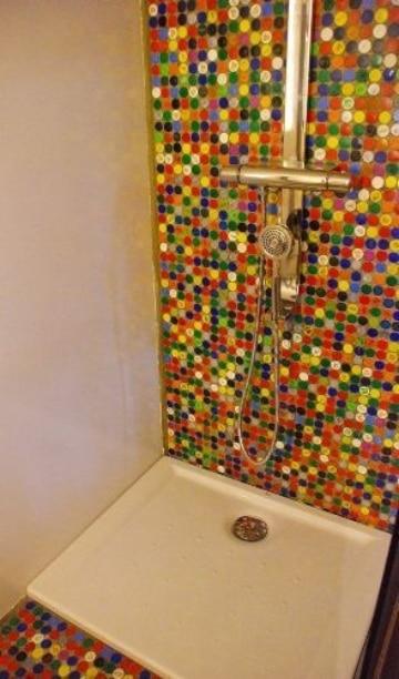 Manualidades con tapones de botellas para el baño