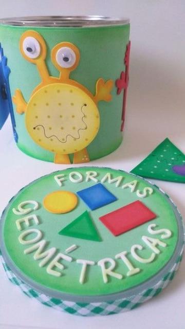 latas decoradas con goma eva para niños