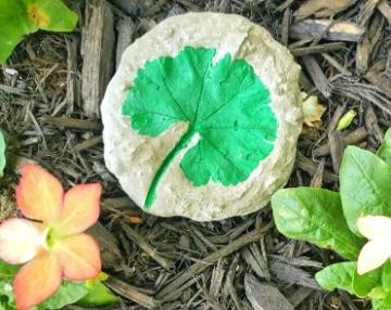 manualidades con hojas de plantas sencillas