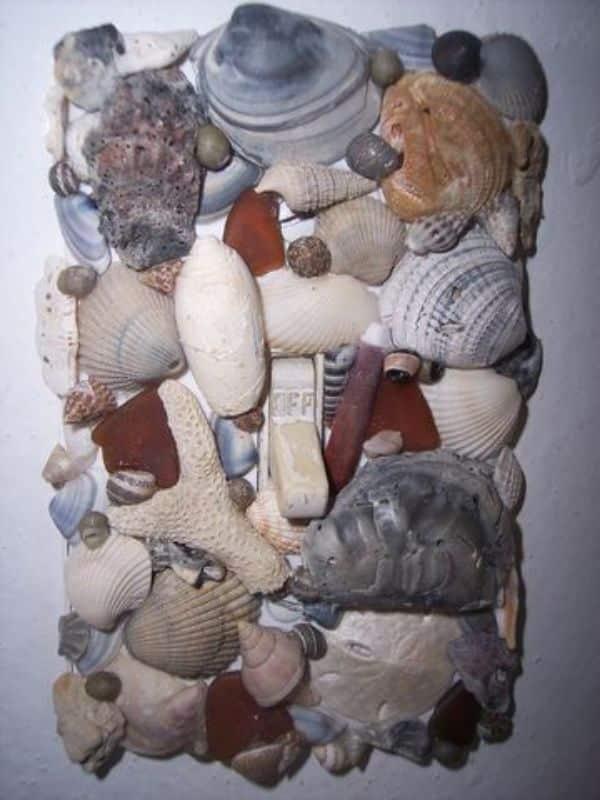 manualidades con cola blanca y conchas de mar