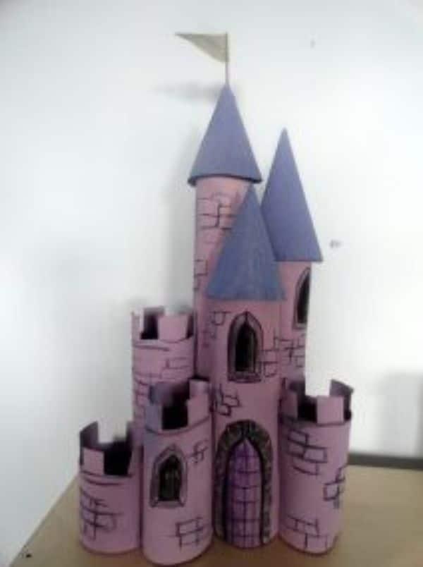 castillo con rollos de papel para niños