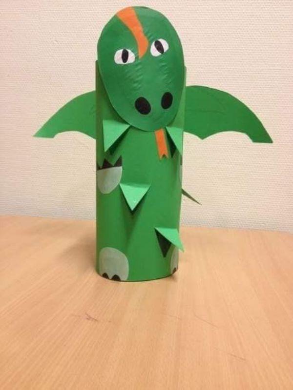 dinosaurios con rollos de papel para niños