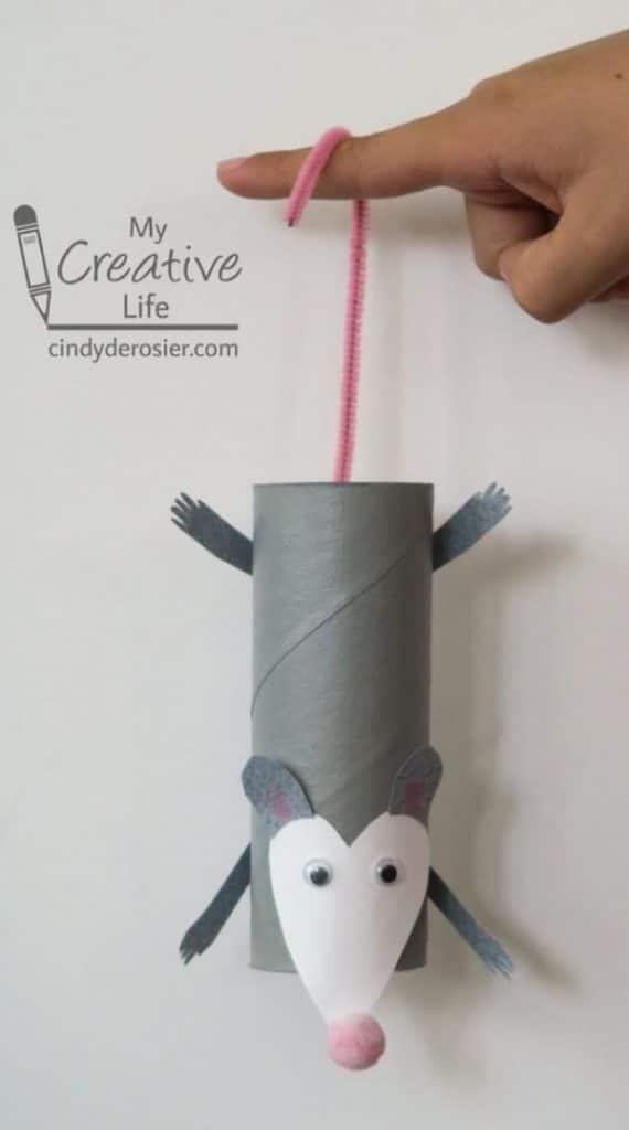 raton con tubo de papel higienico divertido