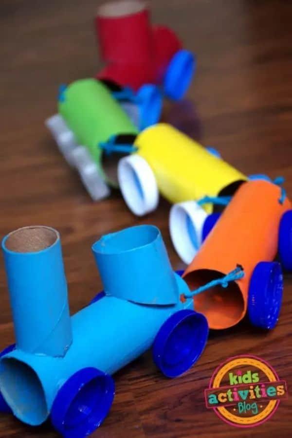 Como hacer tren de carton con papel higienico