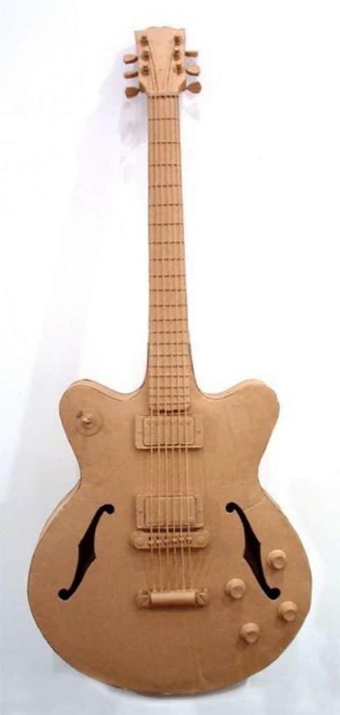 guitarras hechas de carton para regalar