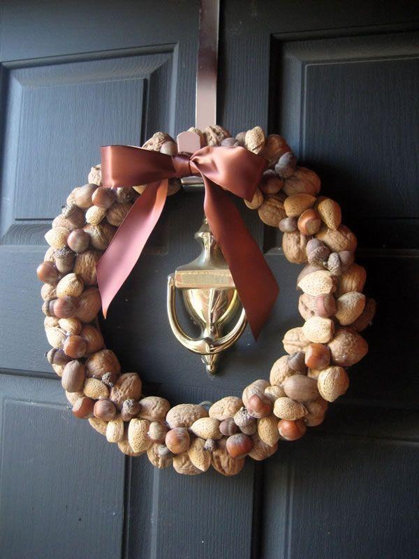 Manualidades con cascaras de nueces para la puerta