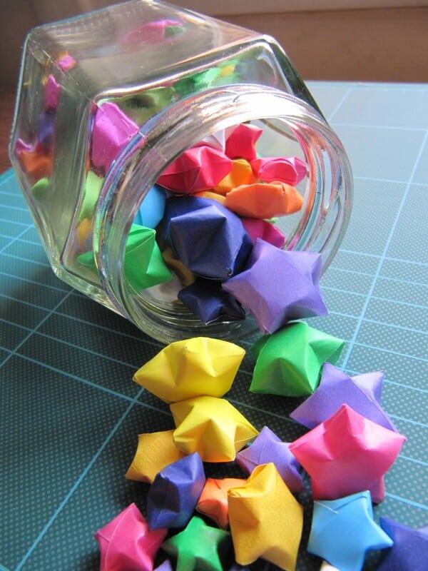 estrellas hechas de papel